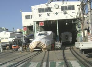 川崎重工にて、N700系。